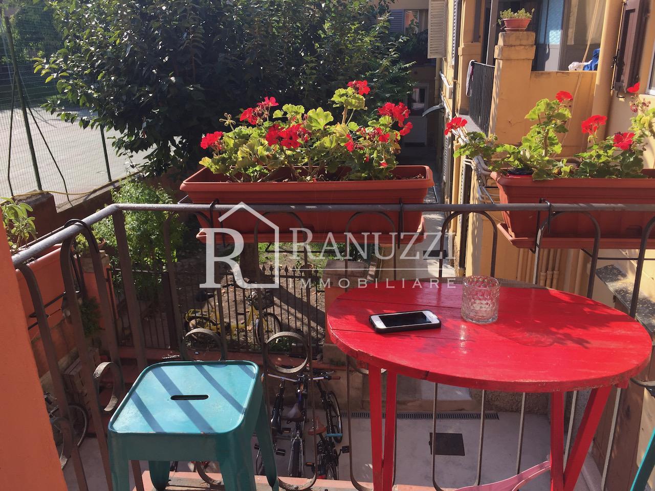 Bologna, Piazza S. Francesco_terrazzino abitabile per breakfast