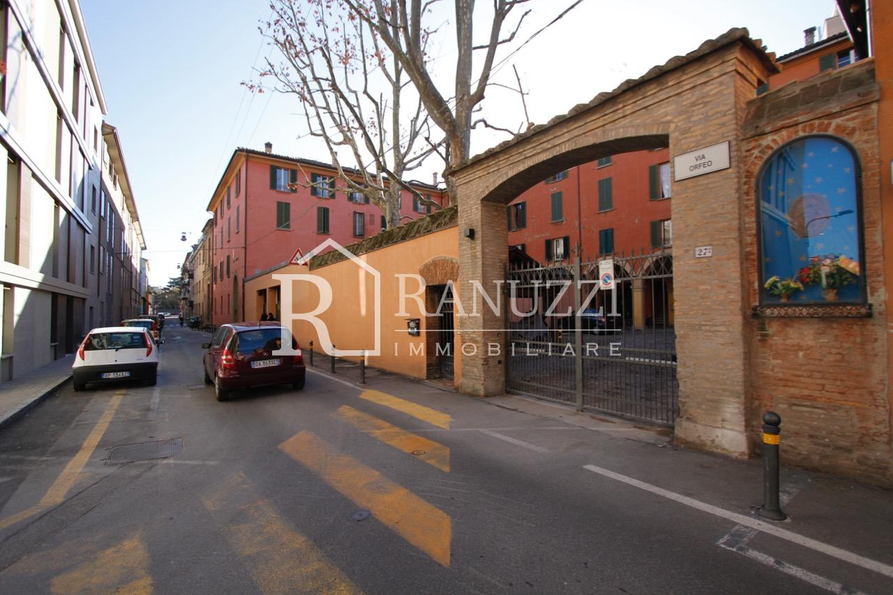 Garage via Orfeo_ingresso esterno strada