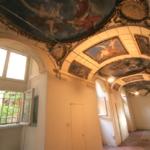 RI-AFF2107_Barberia_Ufficio con soffitti decorati