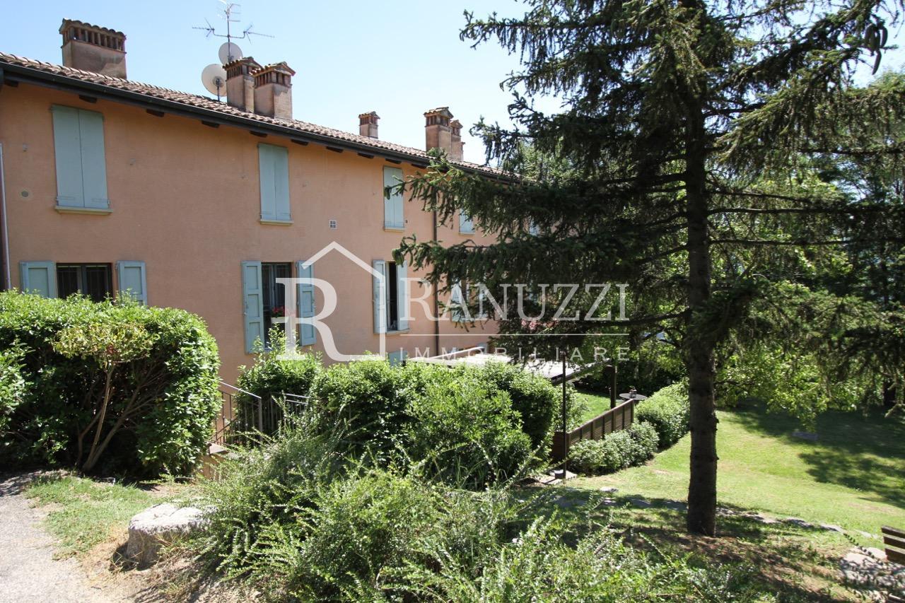 Gessaroli_facciata esterna con giardino