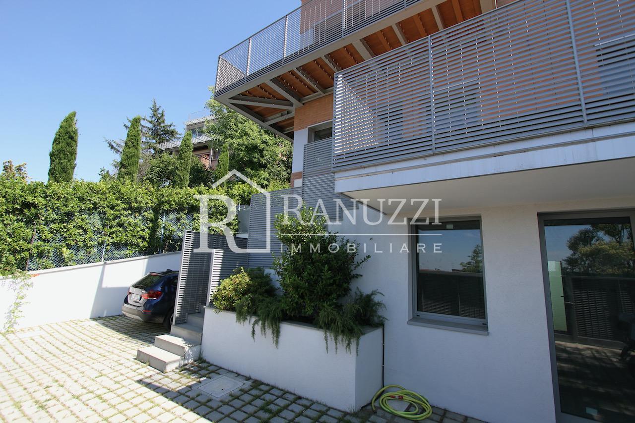 Villa zona Funivia_ingresso Villa immersa nel verde
