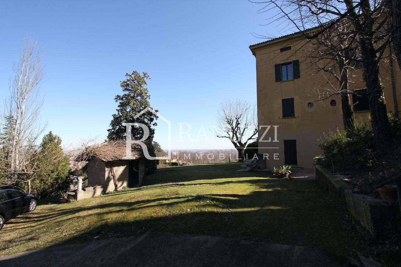 Bologna, Colle Osservanza, Villa_esterno