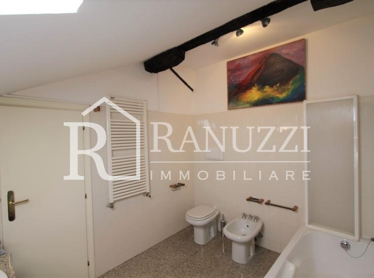 Nazario Sauro_ampio bagno con vasca uso doccia