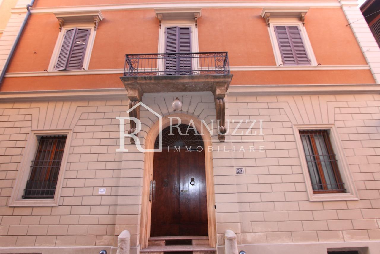 Battisti_grande bilocale_palazzo facciata ingresso