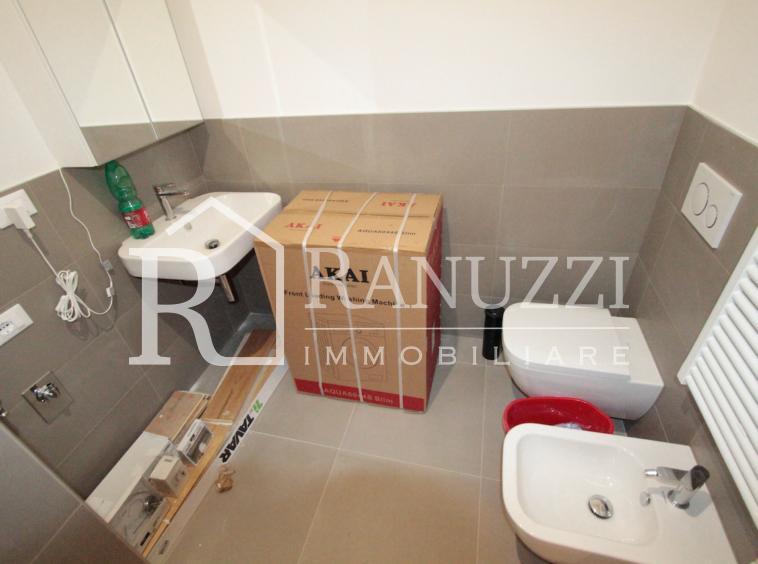 Ariosti_lat Indipendenza_bagno con lavatrice