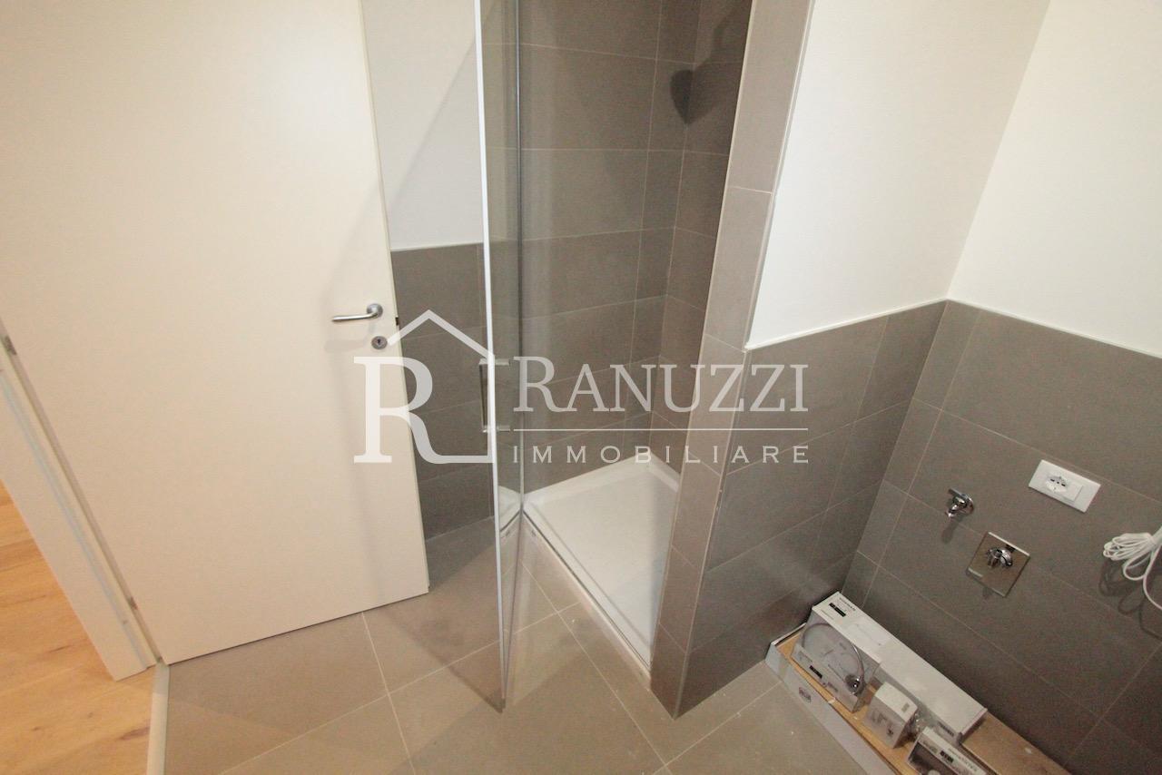Ariosti_lat Indipendenza_bagno con doccia