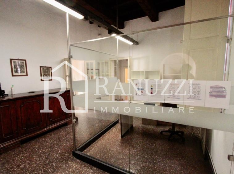 S.Stefano Corte Isolani_ingresso con portineria vetrata