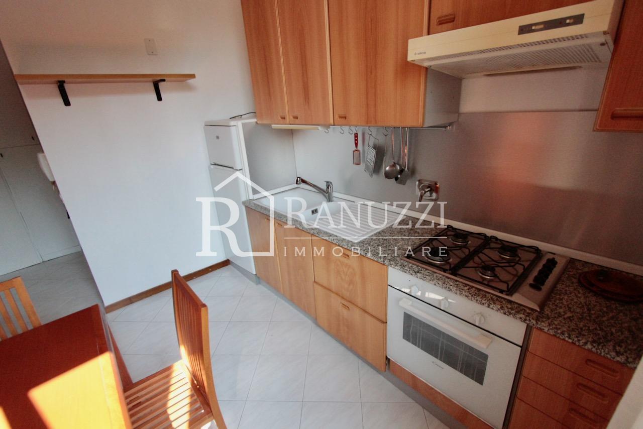 Battisti_grande bilocale_cucina abitabile piano cottura