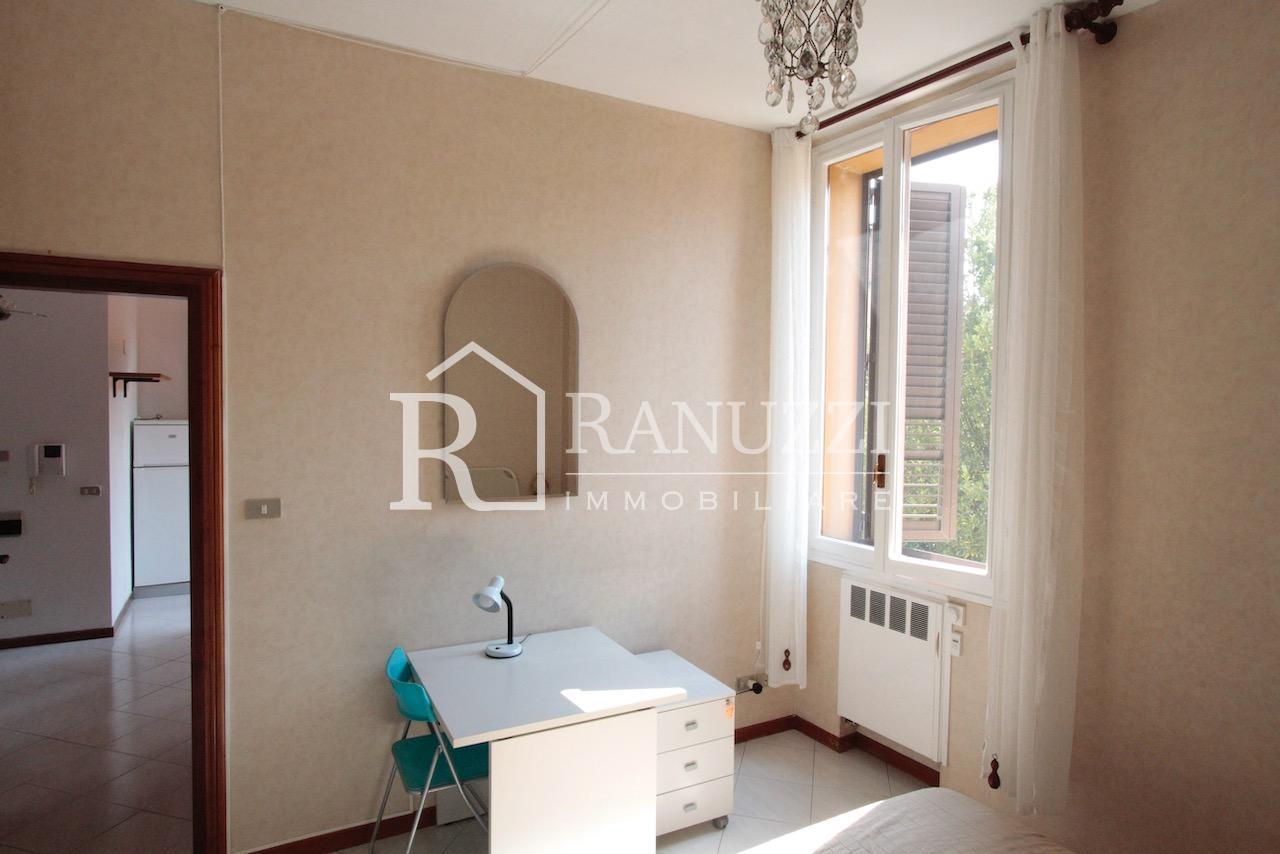 Battisti_grande bilocale_zona studio con finestra
