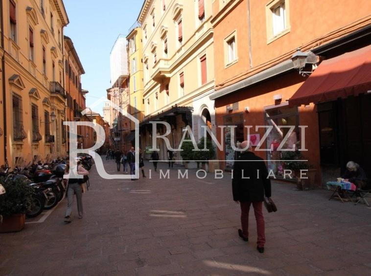 Carbonesi_via D'Azeglio shopping