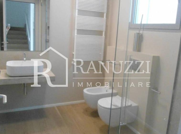 Villa zona Funivia_piano terra_ampio bagno con ampia doccia
